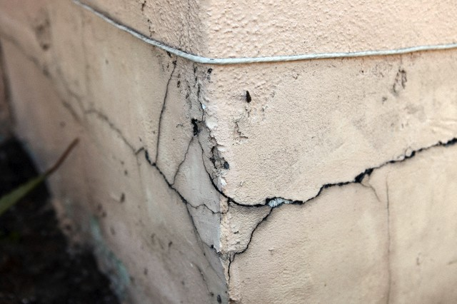 Cracks In Buildings Reasons And Prevention Decorchamp